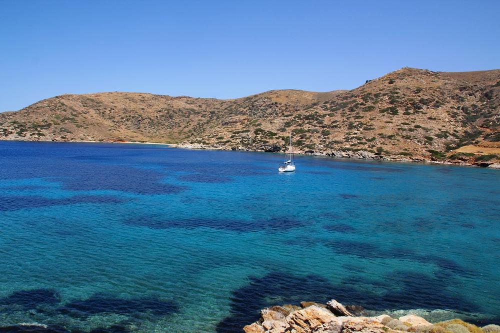 dovolená na plachetnici, dovolená na lodi, dovolená v Řecku, dovolená u moře, plavba na plachetnici, plavba na lodi, plavba v řecku, plavba na dovolené, plavba na moři, moře, pohoda u moře, krásné pláže, krásné zátoky, romantika u moře, romantika na lodi, romantika na plachetnici, lodí kolem ostrovů, zátoky na ostrovech, dovolená na ostrovech, řecko
